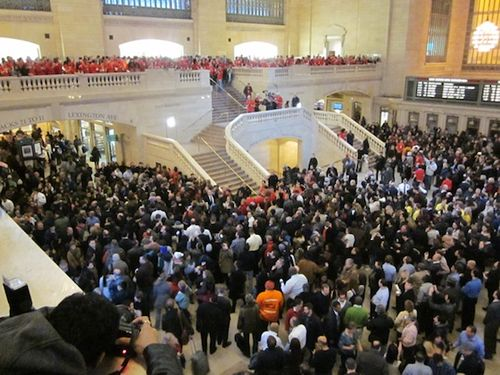 Grand_central_store_crowd (1)
