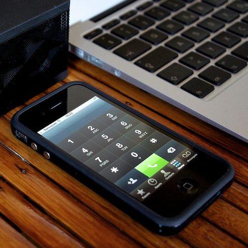 IPhone-next-to-MacBook-Air